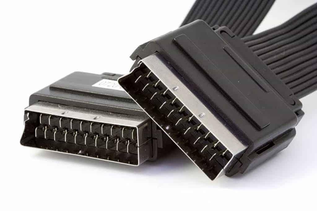SCART auf HDMI Adapter: So bekommst du alte Geräte an neue