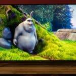 Test: LG 55UM7510PLA - TV von vorne mit Film an