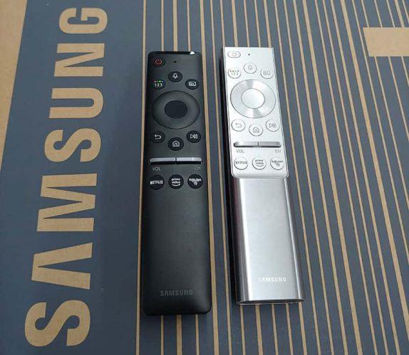 Die beiden aktuellen Samsung Smart Remotres. Smart Remote Black und Smart Remote Premium